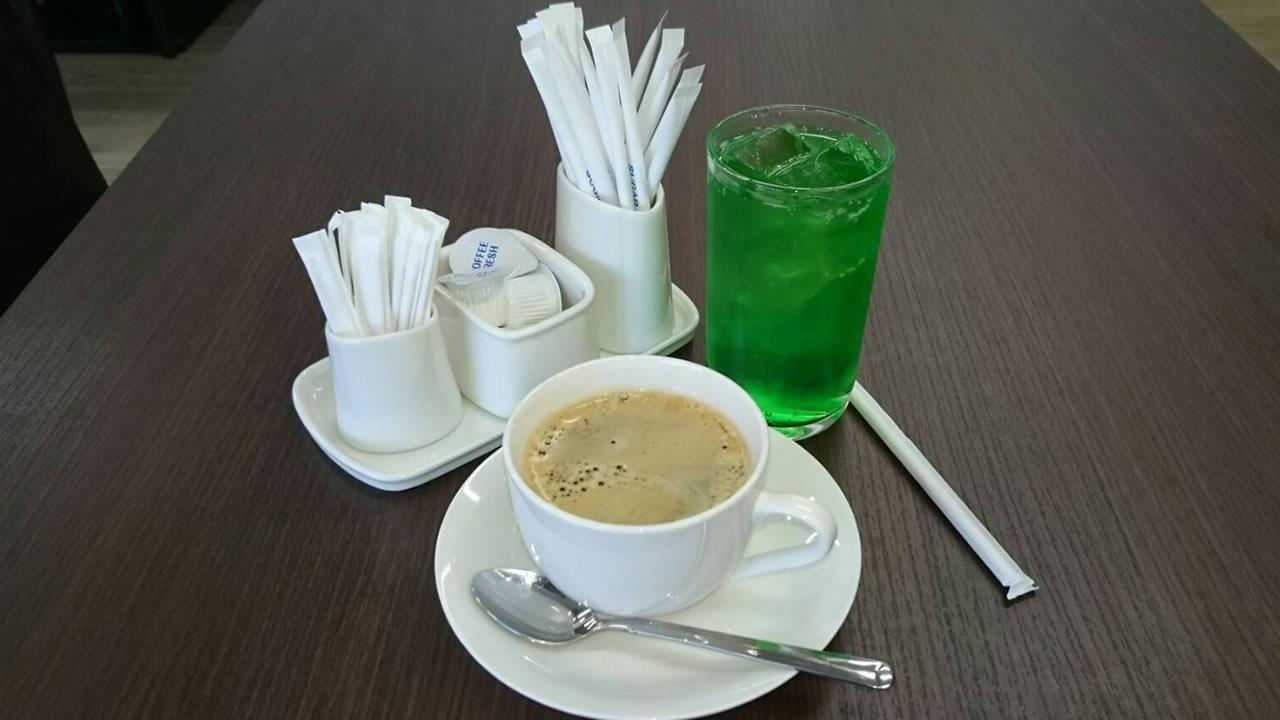 コーヒー/紅茶/アイスコーヒー/アイスティー/コーラ/メロンソーダ/ウーロン茶/カルピス/カルピスソーダー/ジンジャーエール他